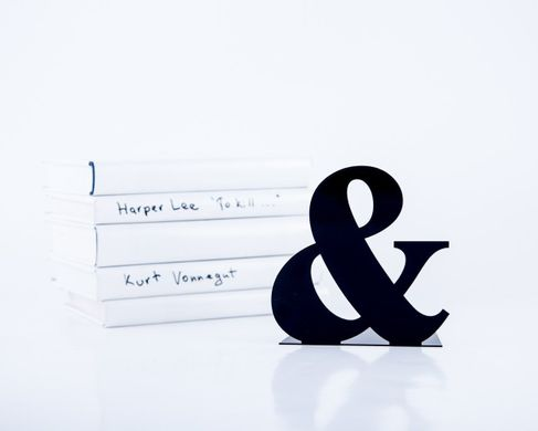 One Metal Bookend -&- Ampersand // Functional decor for modern home by Atelier Article, Black