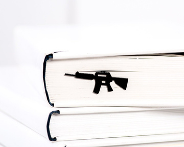 "Metal Bookmark for books ""Automatic Rifle"" by Atelier Article, Black"