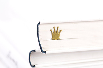 "Metal Bookmark for books ""Golden Crown"" by Atelier Article, Golden"